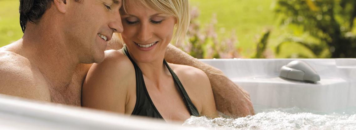 Par u hidromasažnom bazenu